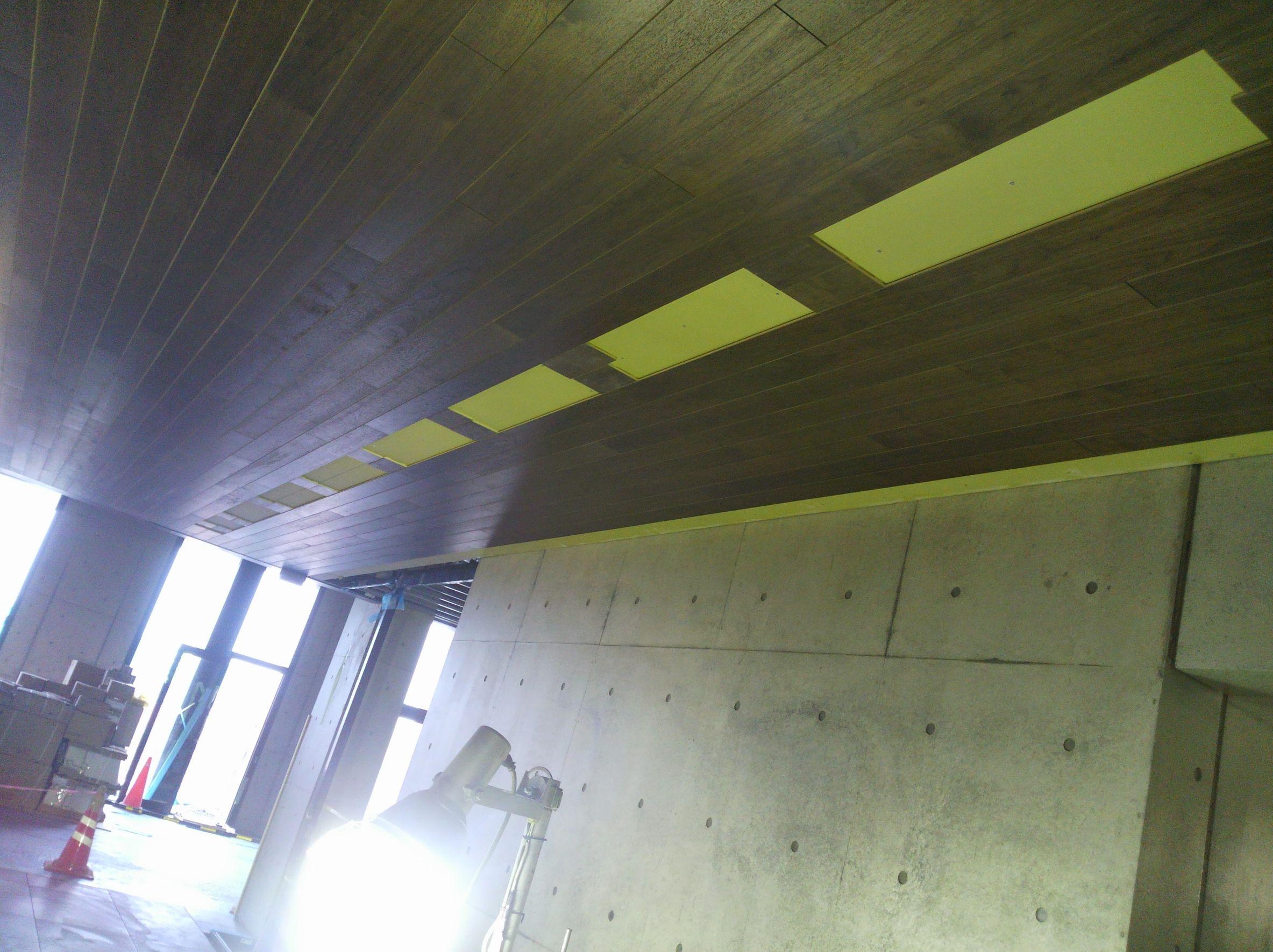 天井 フローリング貼り